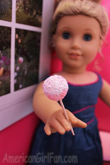 Elizabeth with cake pop2