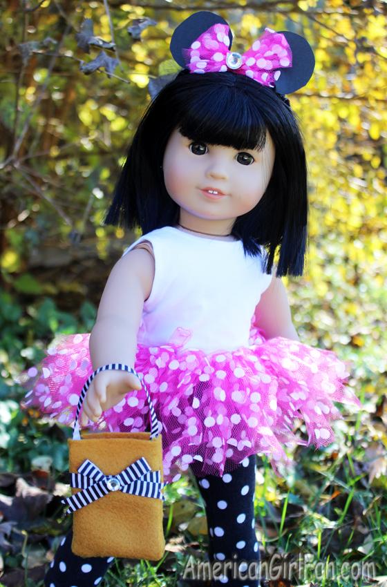 How To Make A Treat Bag For American Girl Dolls (via AmericanGirlFan.Com click through for tutorial)