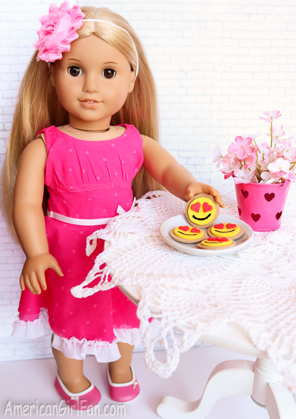 American Girl Doll Craft How To Make Heart Eyes Emoji Cookies